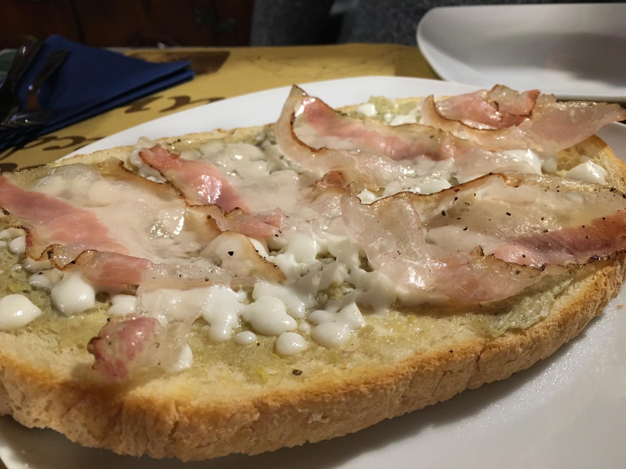 Bruschetta with artichoke and bacon