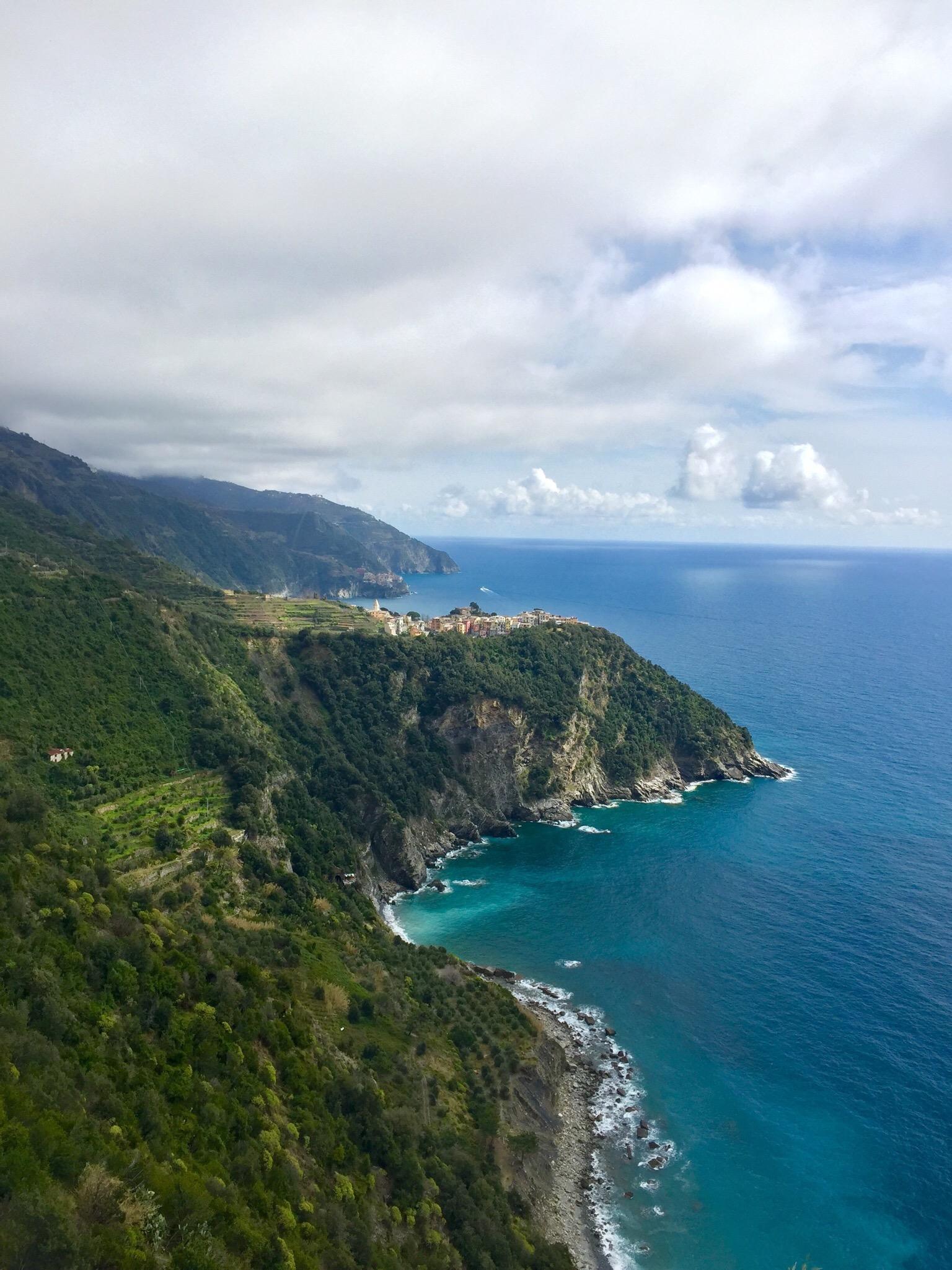 Hiking toward Corniglia