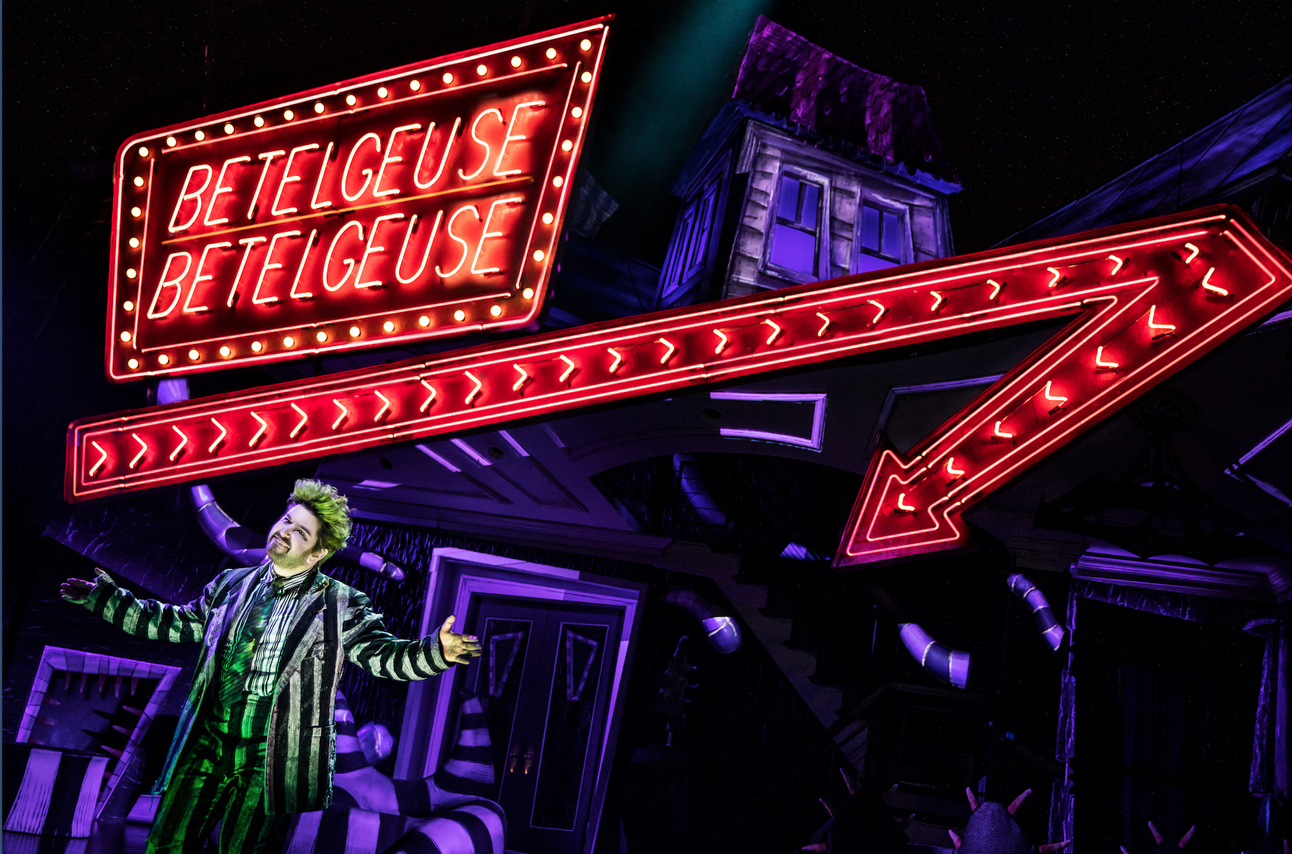 Alex Brightman in  Beetlejuice  (Photo by Matthew Murphy)