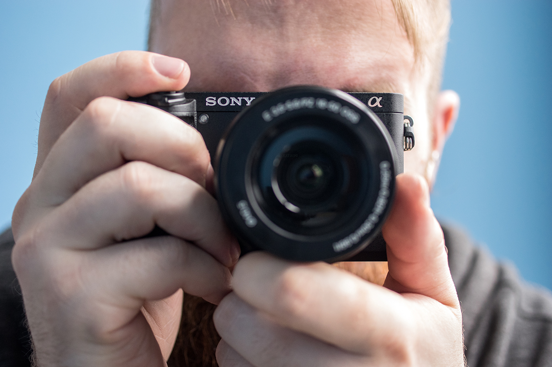 Sony-Alpha-A6300-Design-Handheld.jpg