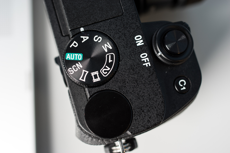Sony-Alpha-A6300-Design-Top-Controls.jpg
