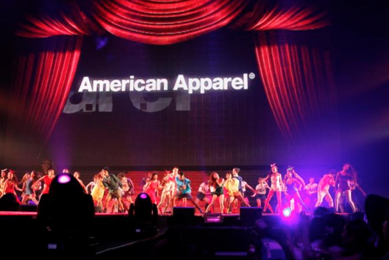 これは2011年にTGCにアメアパが出場したときのステージ写真。30人以上のダンサーを起用してフラッシュモブダンスのパフォーマンス