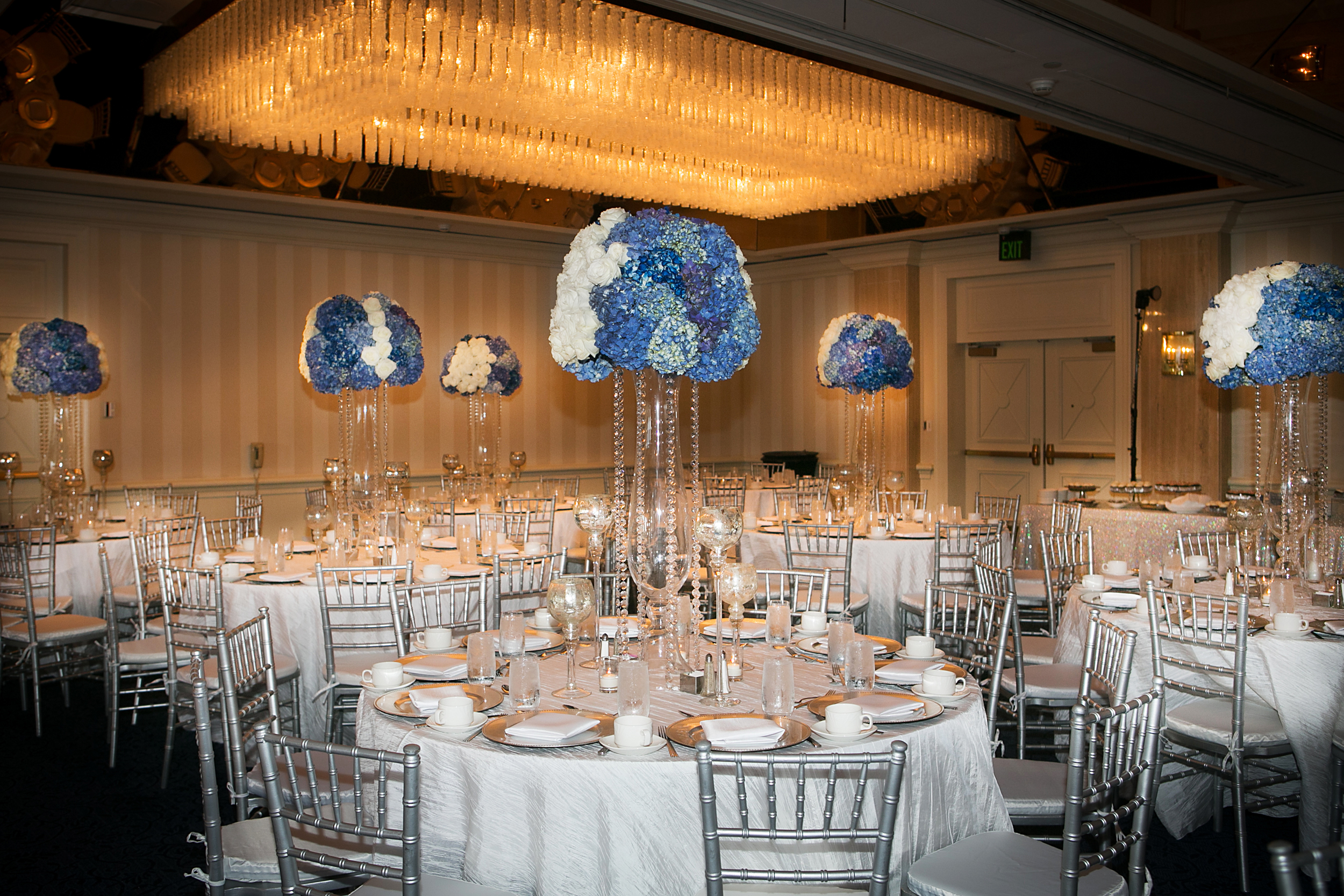 16_White and Blue Centerpiece_ArtQuest Flowers.jpg
