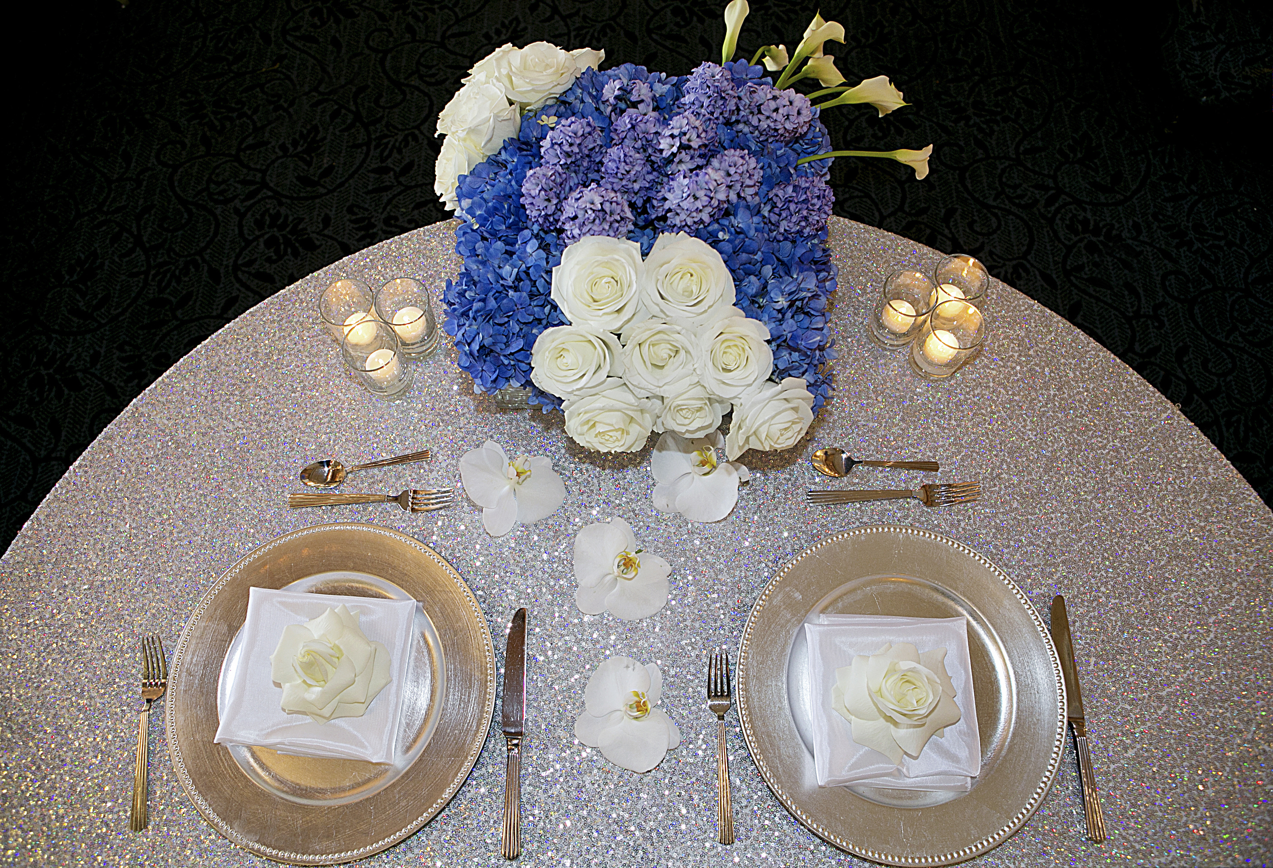 19_Sweet Heart Table with sequin linen.jpg