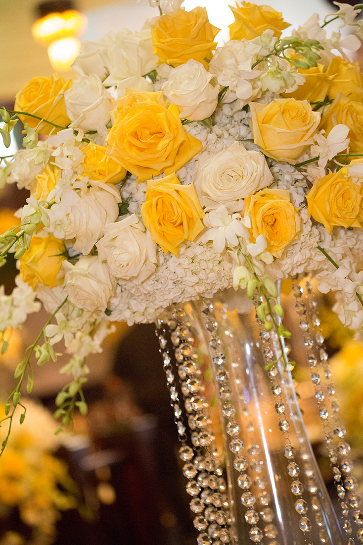 18_White centerpiece with yellow roses.jpg