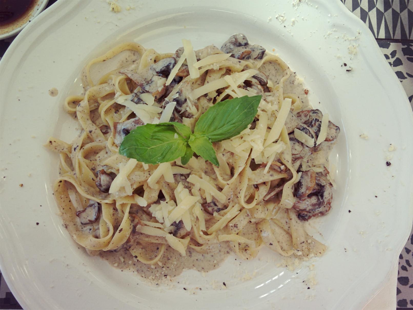 Tagliatelle con funghi al profumo di tartufo