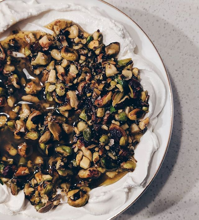 I'm a labneh purist, just a drizzle of olive oil is enough to satisfy your morning labneh breakfast. Always by its side a plate of tomatoes, cucumbers and mint. But this right here is the only exception: labneh with olive oil, roasted and crushed pistachios and a few extra spices here and there. The welcome dip I can't seem to be able to remove from any dinner party.