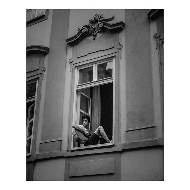 Prague or Praha?  #music #prague #prolostgrammaster #travel #streetphotography #streetphoto_bw #streetmusic