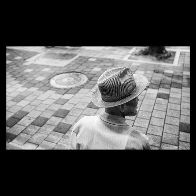 Man with a cool hat. Daegu, South Korea. 🇰🇷 #fujix100f  #culturetrip  #distractionsandinspirations #traveldeeper #mytinyatlas #postcardsfromtheworld#stayandwander #thatsdarling #inspiremyinstagram #lifeofadventure #liveauthentic #createexplore #exploretocreate #roamtheplanet #roamearth #fantastic_earth #travelgram #postcardplaces #doyoutravel #welltravelled #tasteintravel #keepexploring