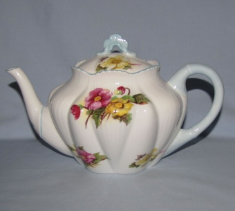 Shelley teapot: Roundabout Antiques Toowoomba