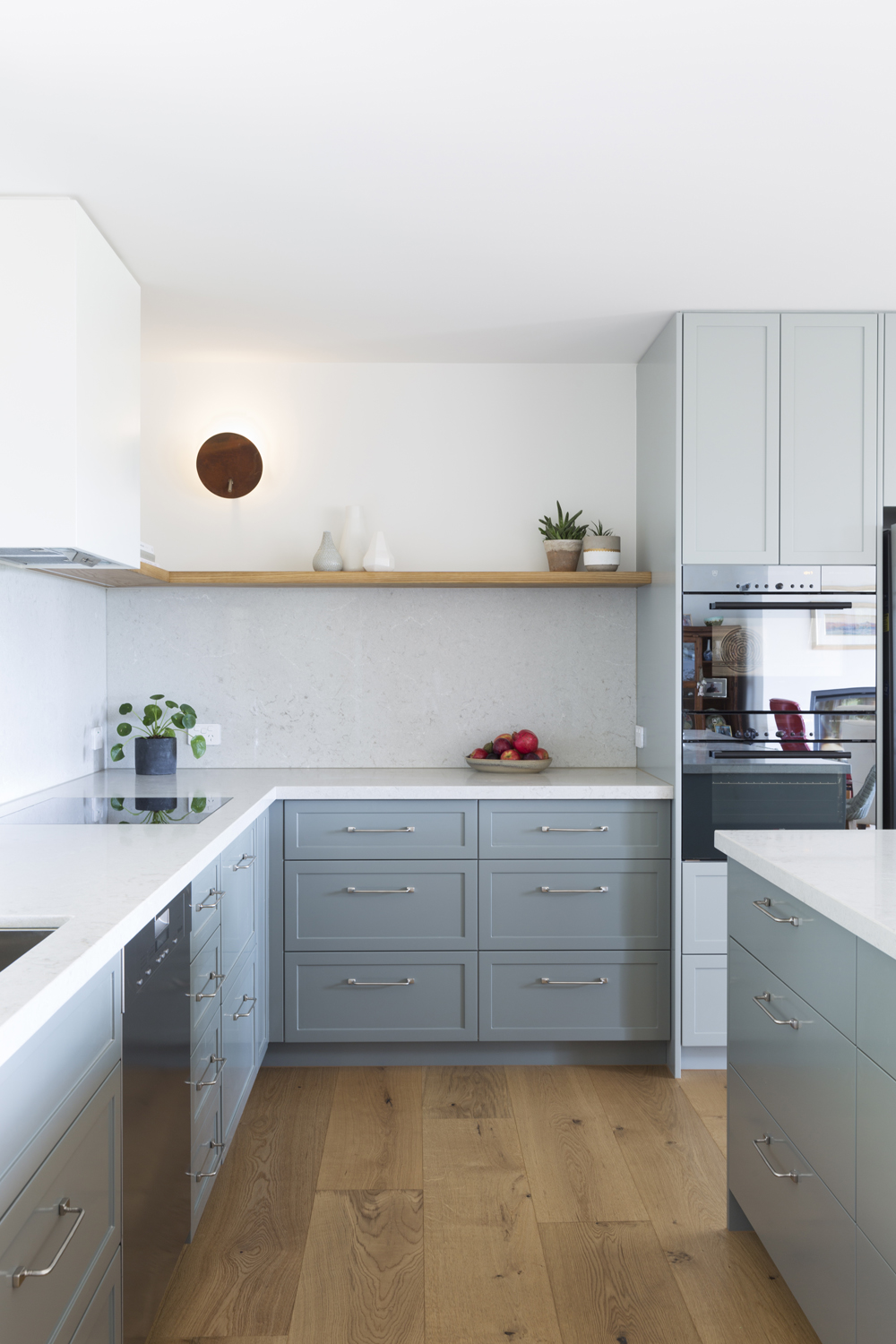 Red Hill contemporary country kitchen design by interior designer Meredith Lee.