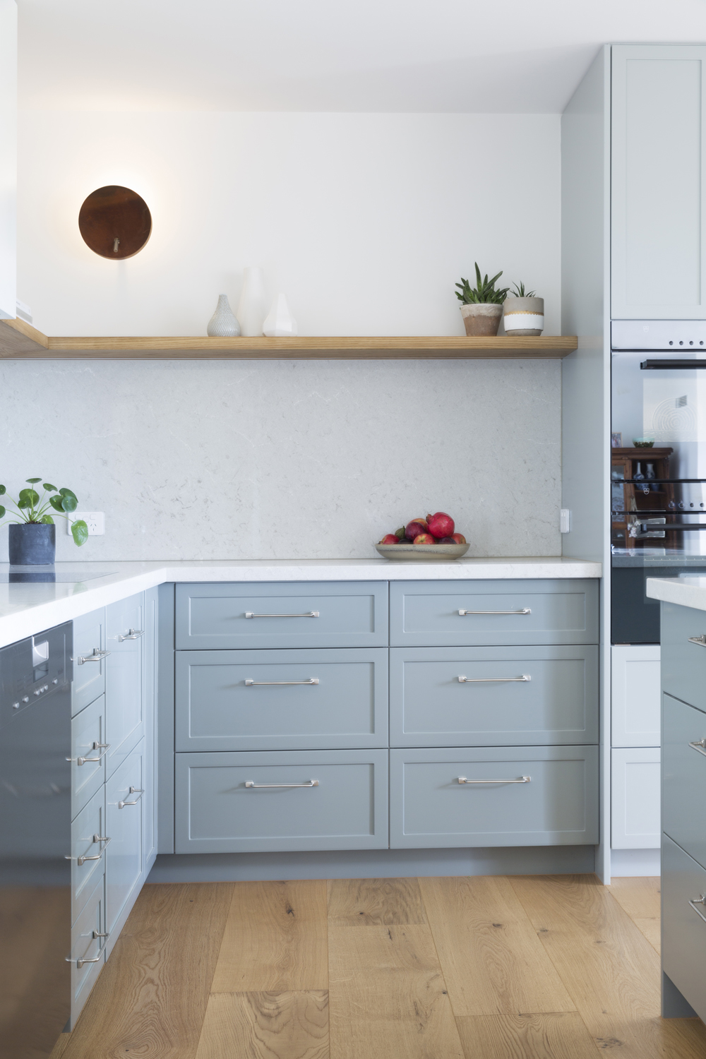 Country and contemporary kitchen design by kitchen designer Meredith Lee. Interior design, decoration and styling by Meredith Lee
