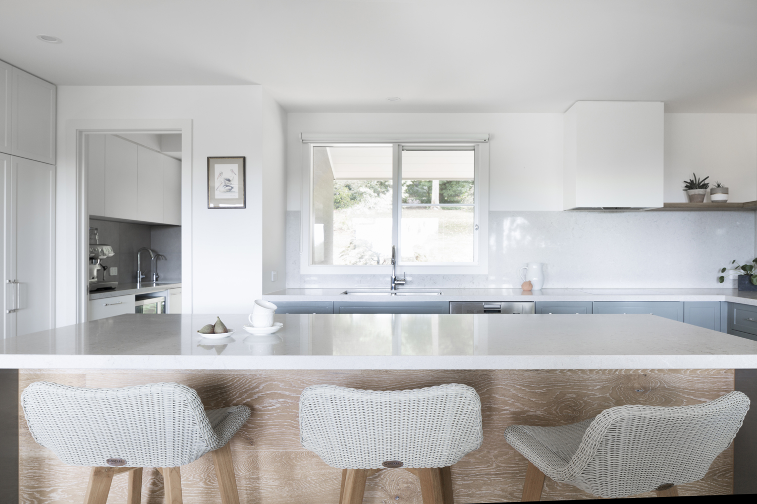 Contemporary country kitchen design at Red Hill Mornington Peninsula by interior designer Meredith Lee. Interior design, interior decoration and interior styling by Meredith Lee