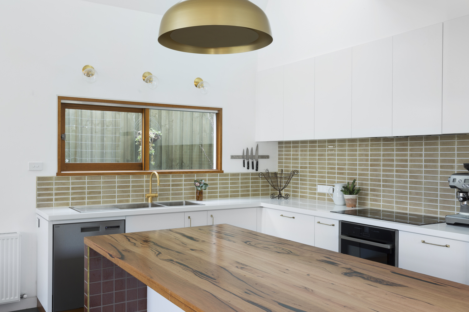 Clifton Hill kitchen design by Melbourne interior designer and kitchen designer Meredith Lee