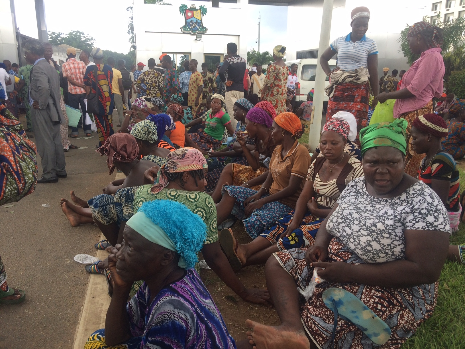 On Day 1 of #SavetheWaterfront protests in Lagos, hundreds from affected communities wait outside Governor's office