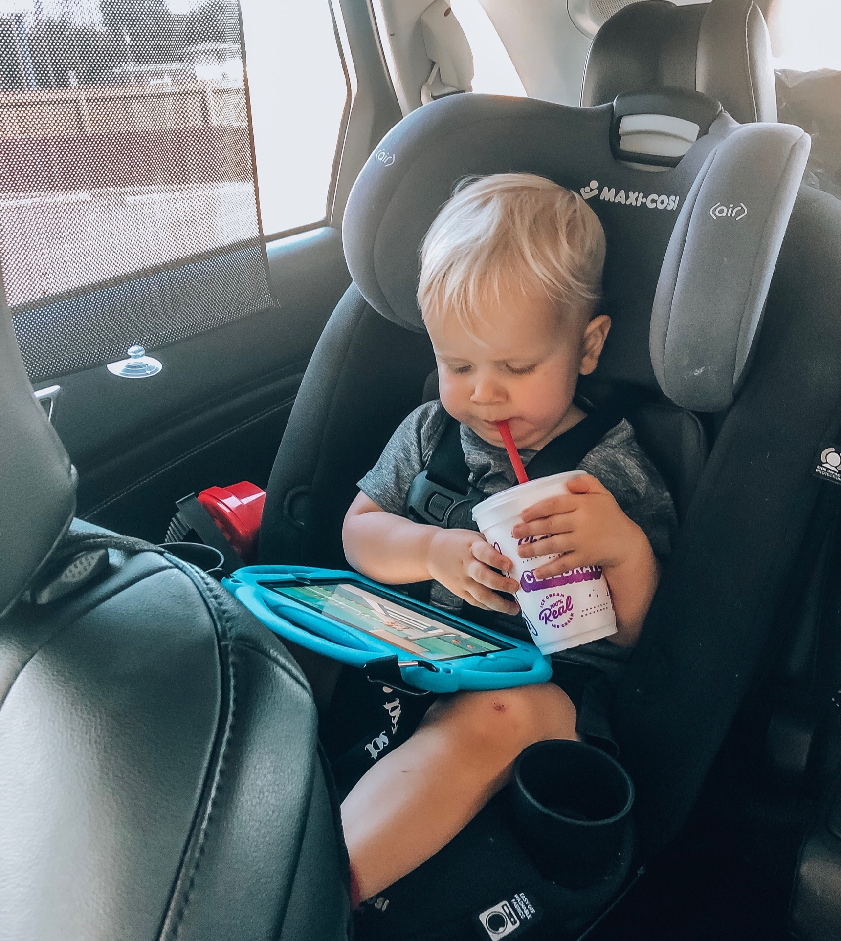 traveling with toddler - tablet
