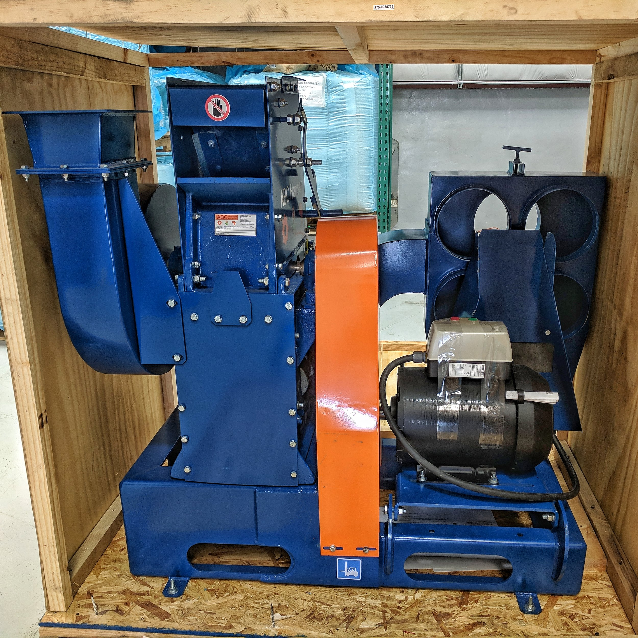 Hippo hammermill for pulverizing mesquite beans