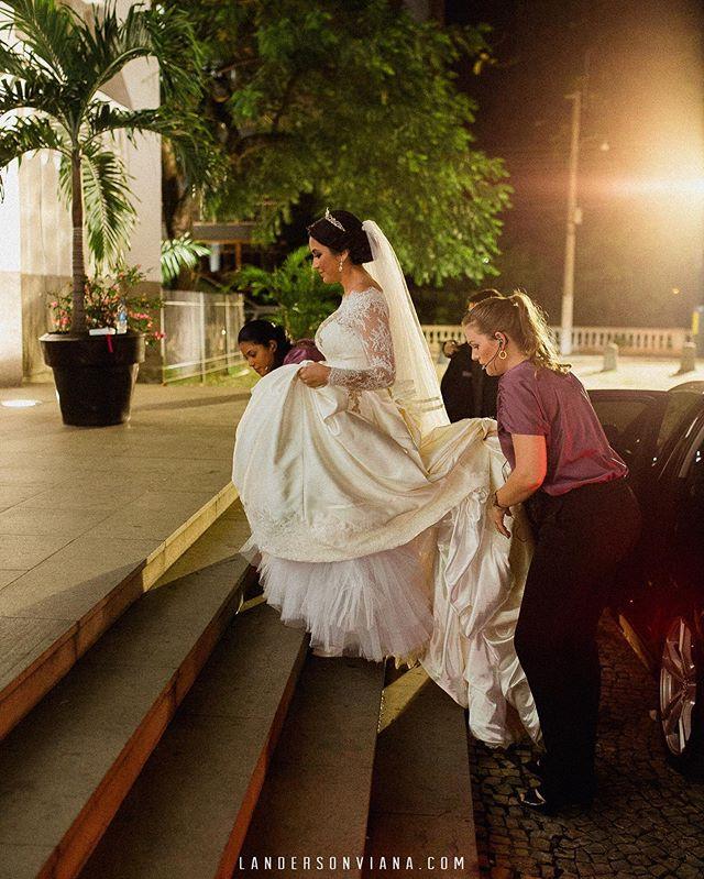 Noivas, o que passa dentro do coração neste momento? E para quem ainda não casou, o que imagina que vai acontecer?! #landersonviana #weddingday #bride