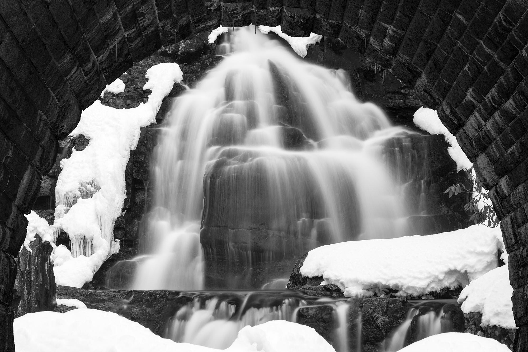 20496938-NicolasRaymond_WinterArchWaterfall_Photography_24x16_400.jpg