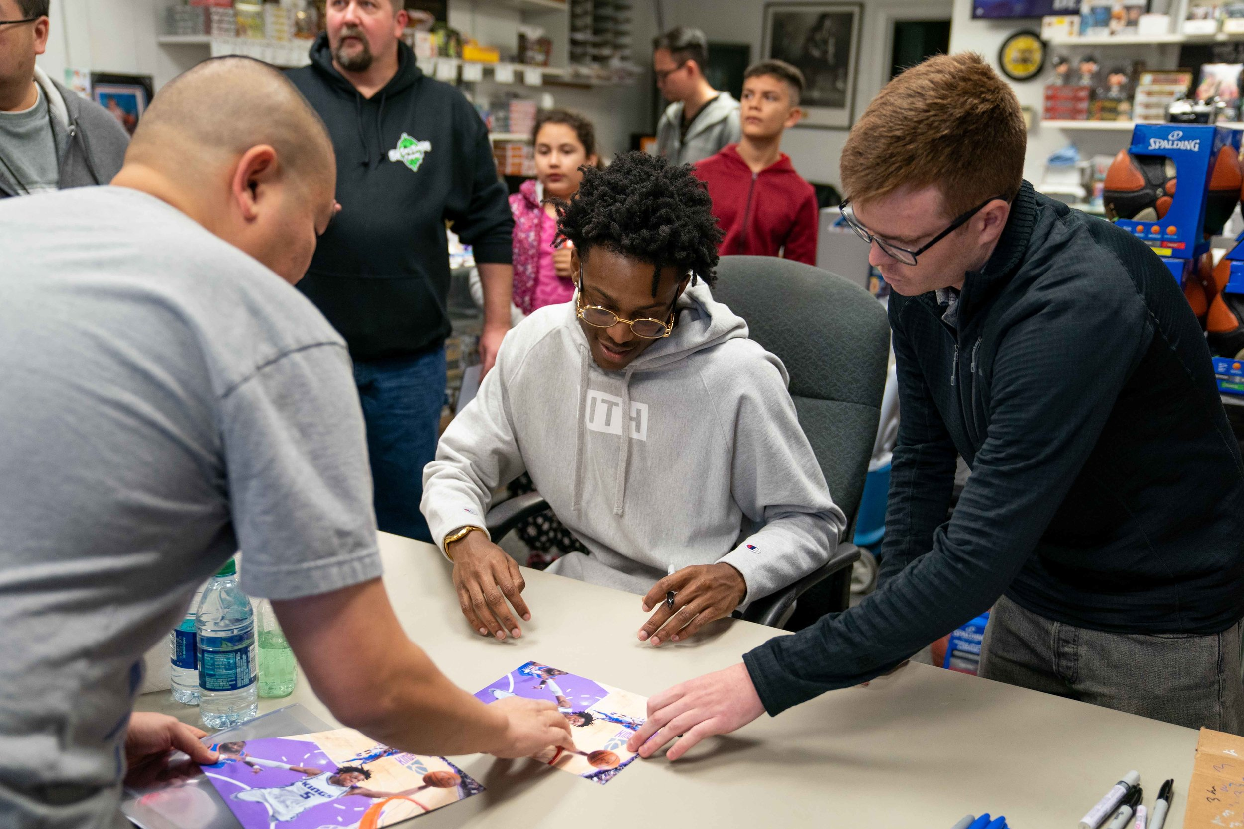 De'Aaron Fox - Signing Session at DnP Sportscards 12.2.18