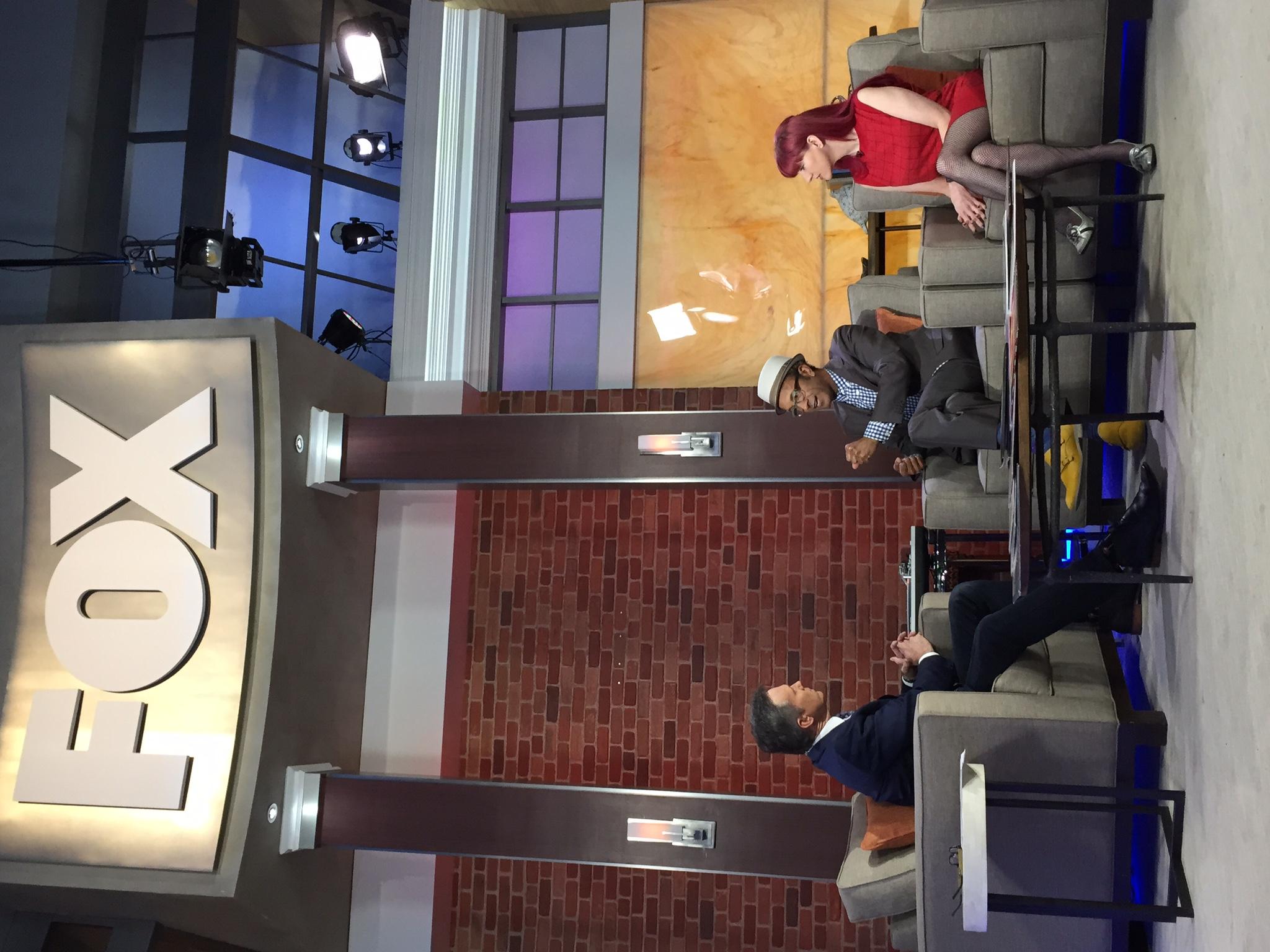 (l-r)Fox11 anchor Jeff Michael, Shawn, Yahoo! Music managing editor Lyndsey Parker