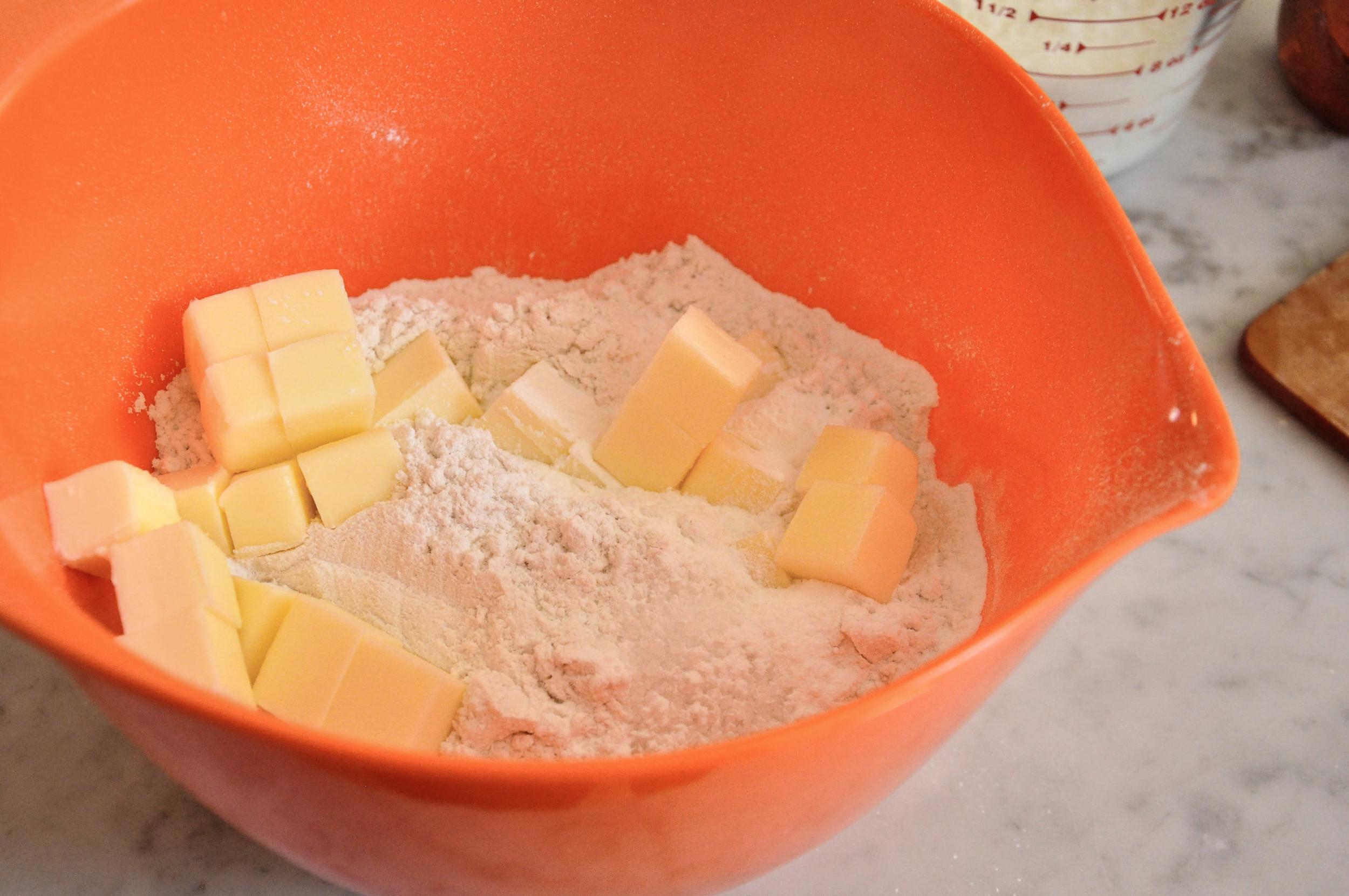 buttermilk_cheddar_biscuits3.jpg