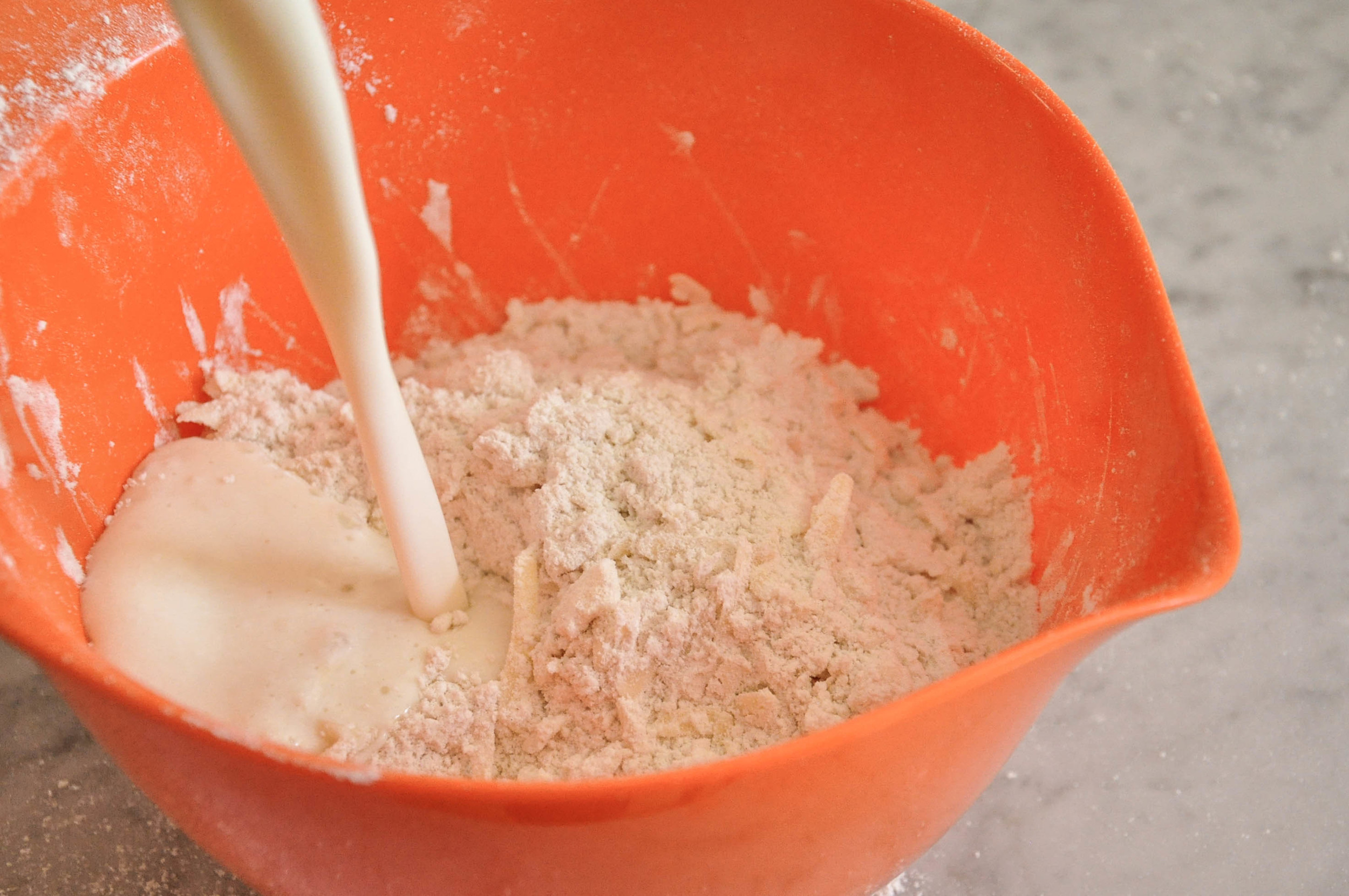 buttermilk_cheddar_biscuits6.jpg