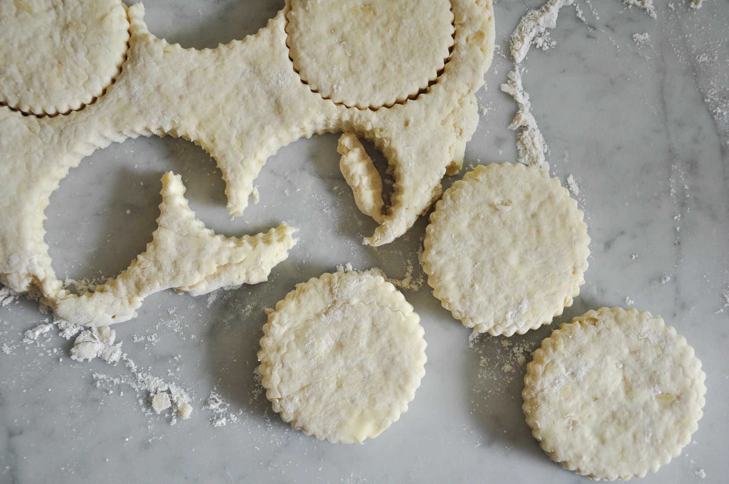 buttermilk_cheddar_biscuits7.jpg
