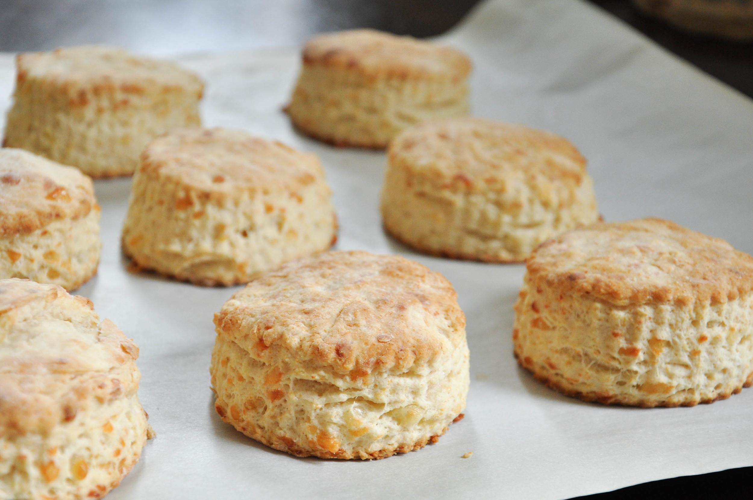 buttermilk_cheddar_biscuits9.jpg