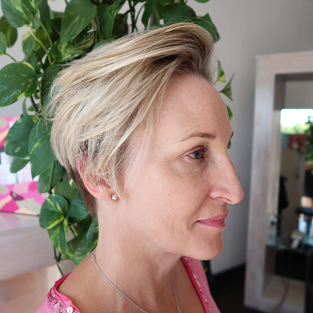 • VA VA VOLUME • loving this sweet short style on our *stunning* client Michelle ✨ using the @oribeaustralia maximista thickening spray our director stylist @emma_threeblindmice was able to create this gorgeous look with MAX volume 💪🏽 . . . . . . . . #blonde #freshblonde #highlights #fakeblonde #freshcolour #melbournehairstylist #balayage #melbournehairstylist #melbournehairblogger #melbournehairdresser #melbournehairsalon #hairgoals #haircut #hairstyles #hairbrained #hairoftheday #selfie #hairselfie #shorthair #shorthairlove