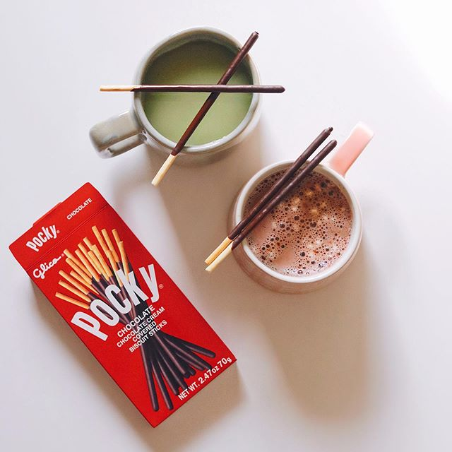 #PockyPartner ✨Hot cocoa or matcha latte? ✨ ⠀ I added Chocolate Pocky to share for a nostalgic kick - did anyone else eat these as a kid?? You can find @pockyusa in the Asian aisle of most grocery stores - I used to always get the strawberry, but I'm team chocolate all the way now. 😍 #ShareHappiness