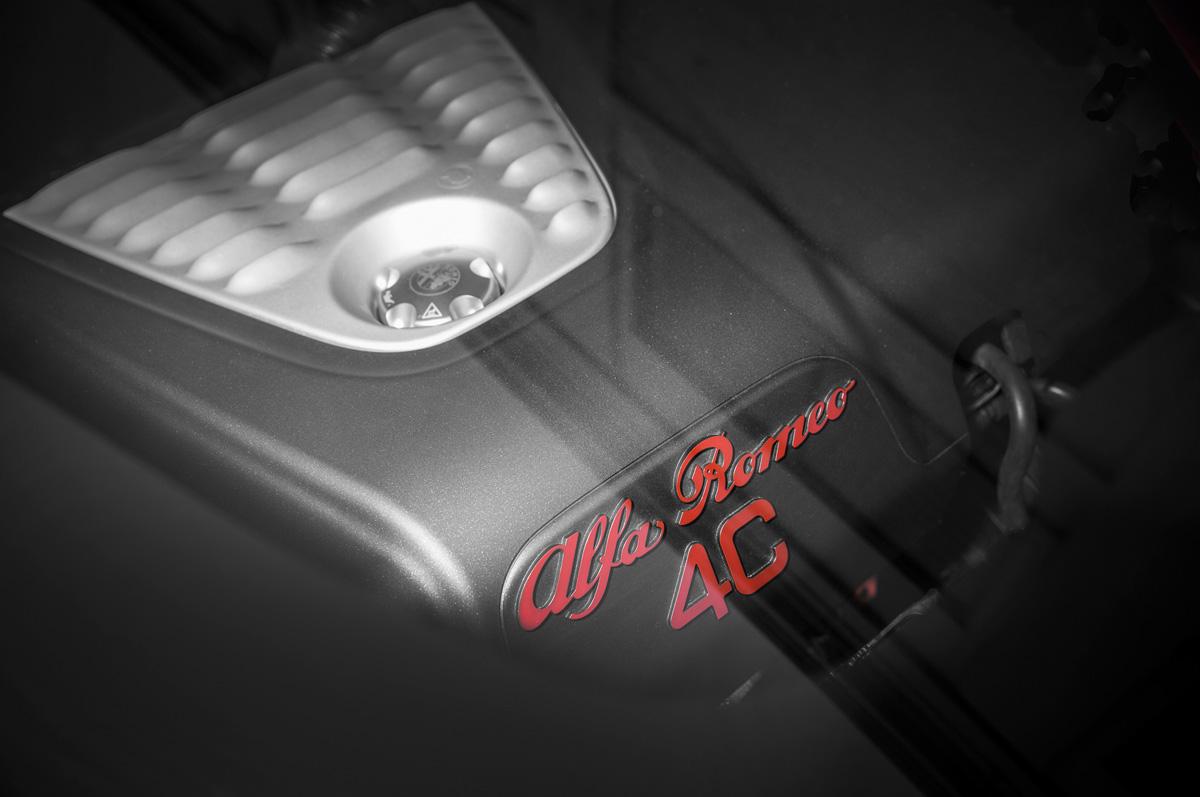 2015-alfa-romeo-4c-engine-cover-02.jpg
