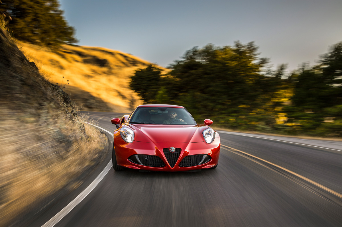 2015-alfa-romeo-4c-front-end-in-motion-04.jpg