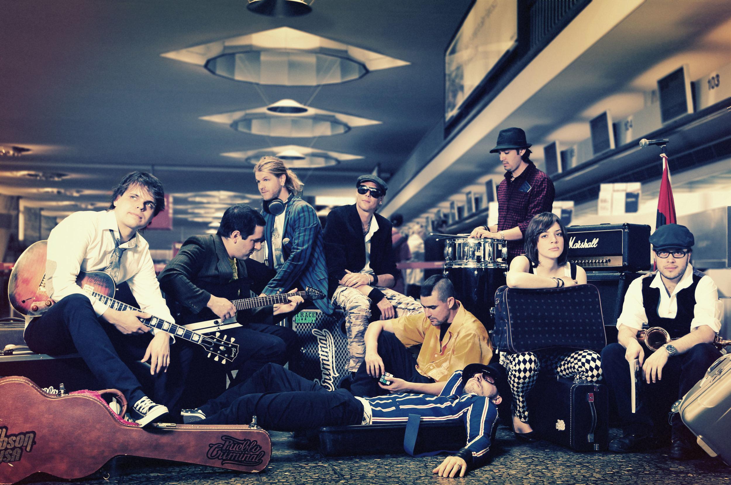 1 Band Photo Group Sitting - PUEBLO CRIMINAL