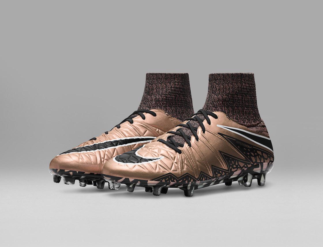 Nike_Football_LIQUID_CHROME_HYPERVENOM_PHANTOM_FG_747213_903_E_original.jpg