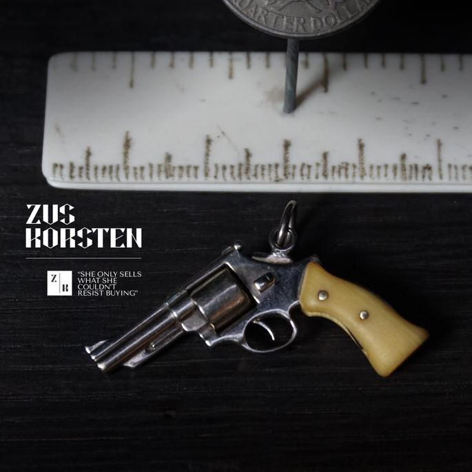 Golden-Gun-01.jpg