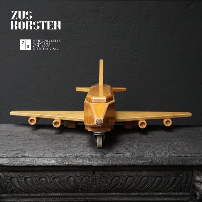 wooden-Plane-Toy-02.jpg
