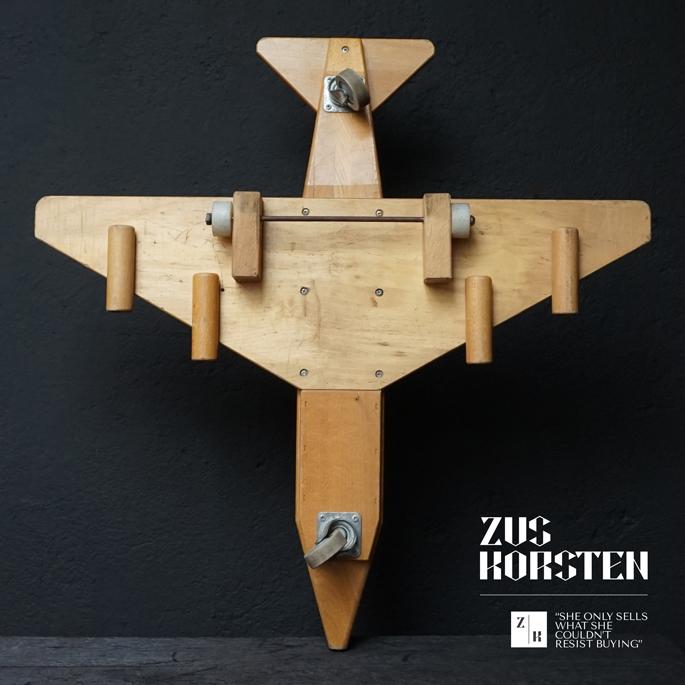 wooden-Plane-Toy-08.jpg