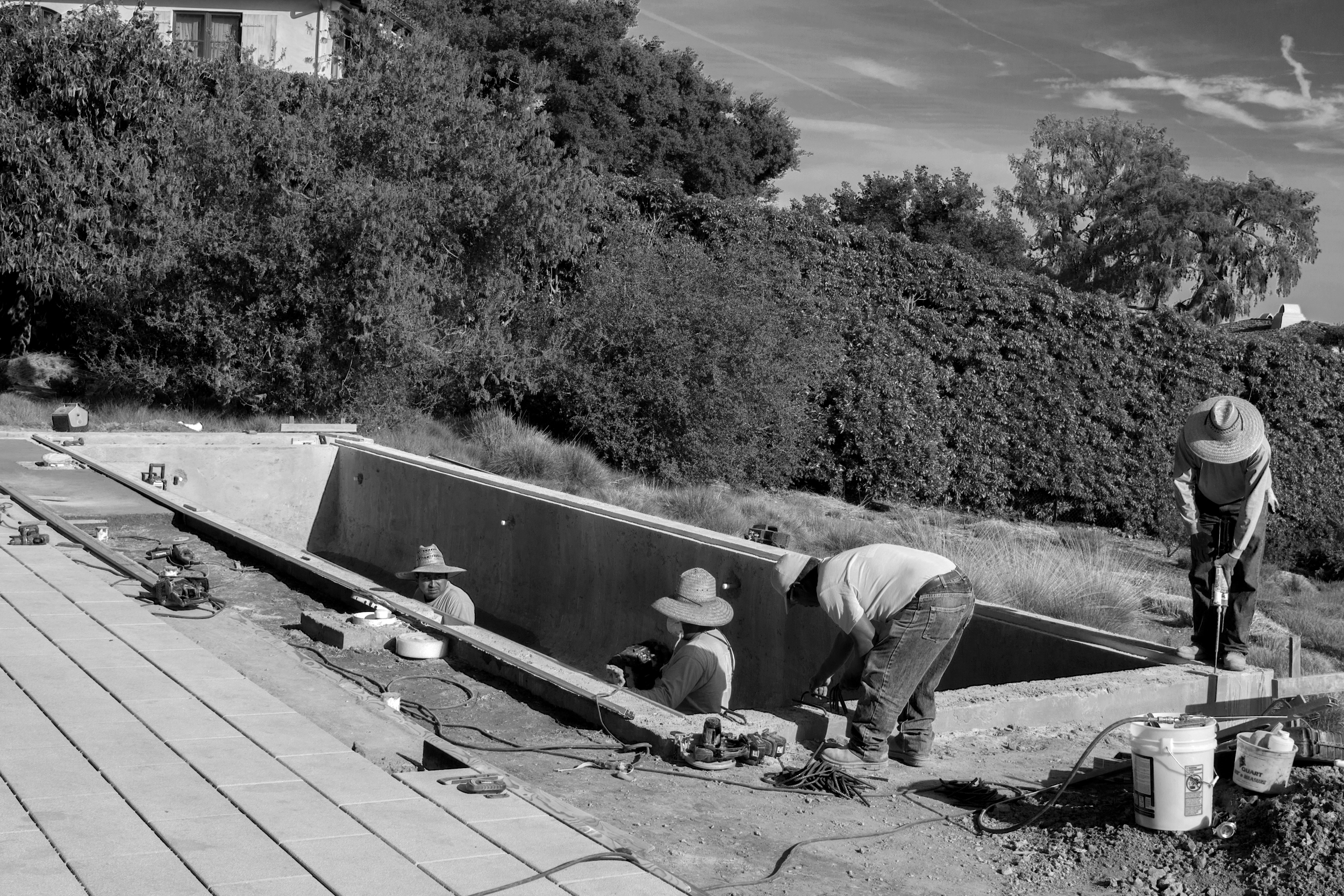 IMG_0013_Pool_BW setting rebar on coping.jpg