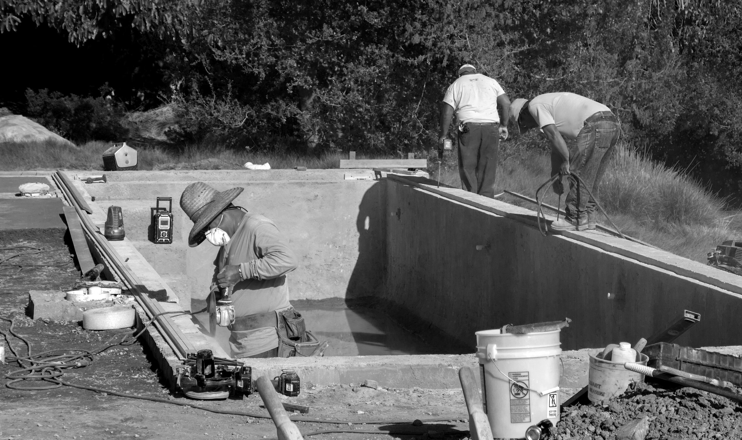 IMG_0005_BW_Pool_cutting cement cleaning holes.jpg