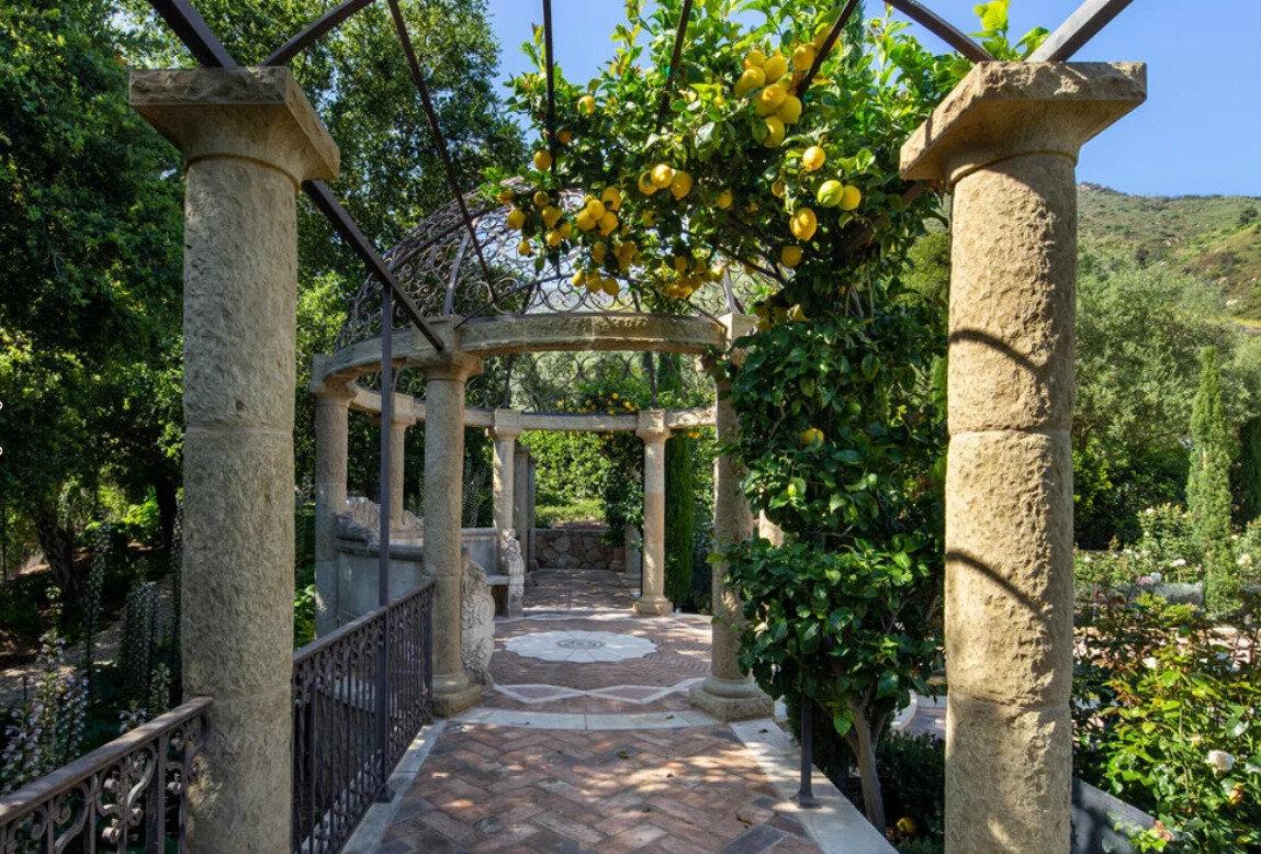 Screenshot_2019-10-16 Cernobbio - Mediterranean - Patio - Santa Barbara - by Tom Meaney Architect, AIA.jpg