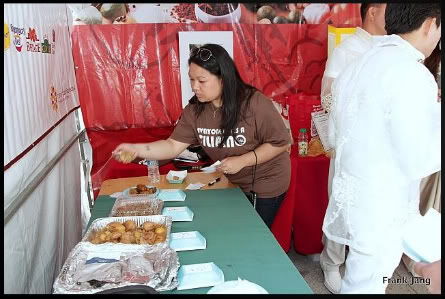 Foodie  Joanne Boston  judging the 2011 Pistahan Adobo Cookoff (Photo by Frank Jang /AsianWeek)