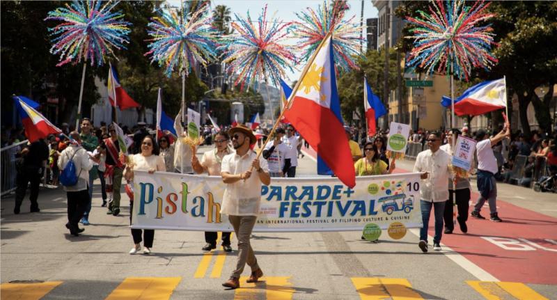 parade-mast.png