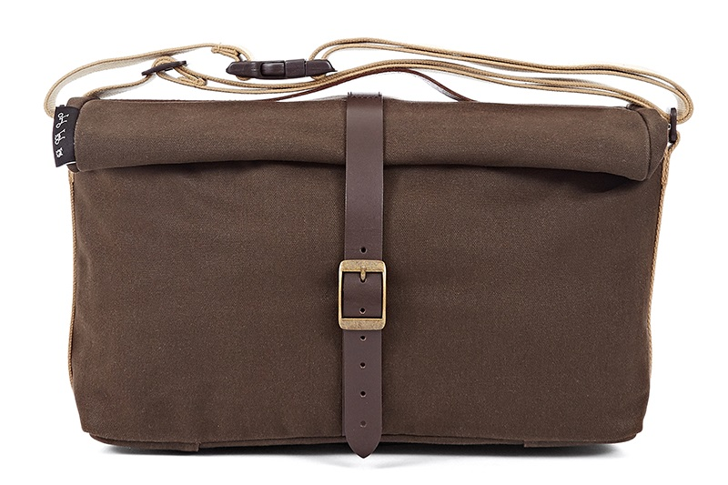 roll top bag waxed canvas  -Waxed cotton fabric -Quick-adjust shoulder strap -Internal pockets -reflective rain cover  -9 Litres