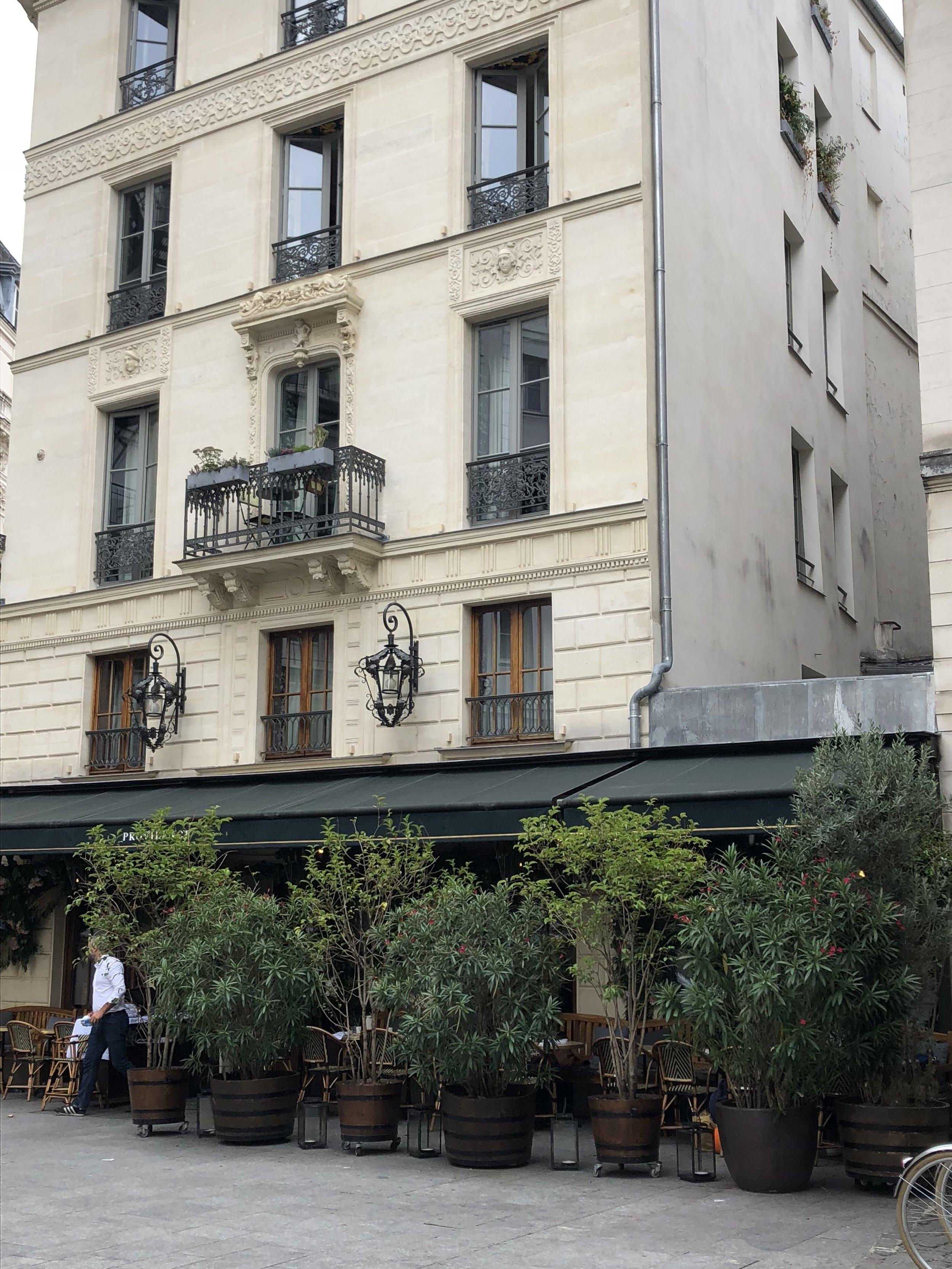Café de l'hotel Providence. 90 Rue René Boulanger, 75010 Paris, France