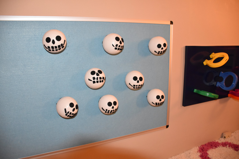 Pirate skull velcro balls