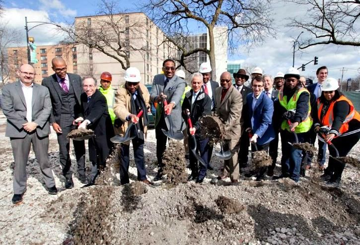 Mayor Rahm Emanuel (center) is joined by POAH Chicago Region Vice President Bill Eager (left), POAH CEO Aaron Gornstein (third from left), DL3 Realty Manager Leon Walker (center left), 25th Ward Alderman Willie Cochran (center right) and Jewel-Osco Director of Real Estate David Hene (third from right) at the groundbreaking of a Jewel-Osco in Woodlawn, March 7, 2018.