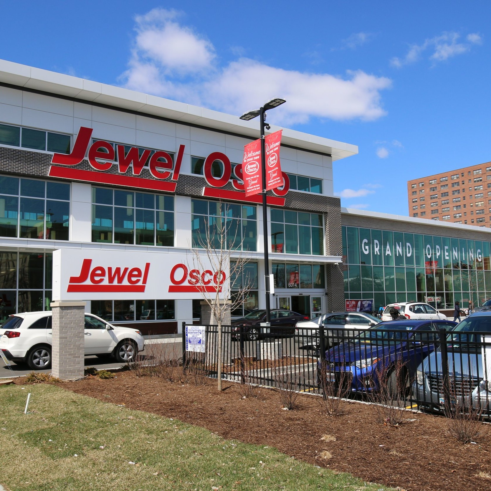 Expanding food choiceJewel-OscO - 48,000 sf full-service grocery storeWoodlawn, ChicagoCOMPLETED Q1 2019