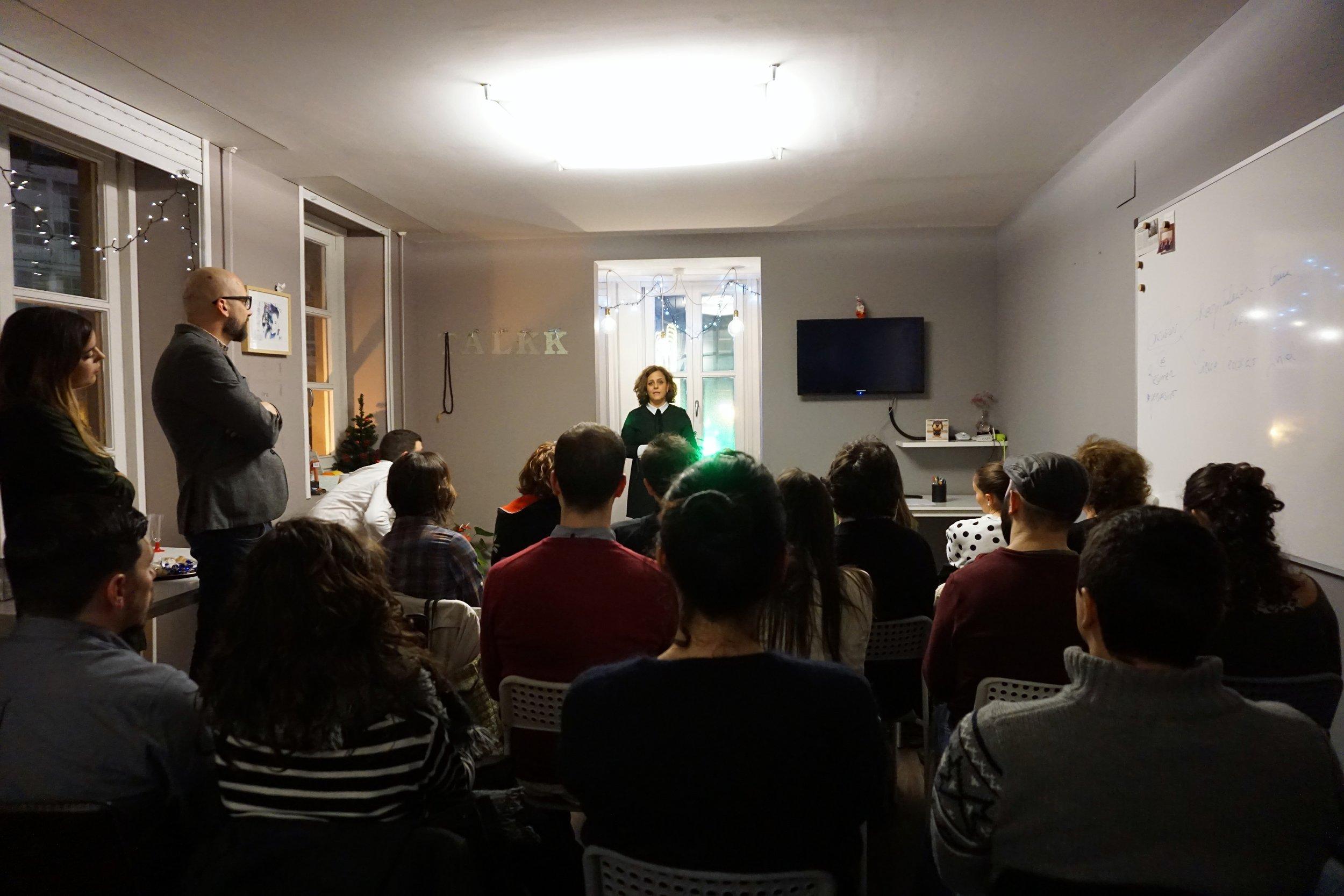 Lucía Hermida, una de nuestras alumnas y oradoras, durante su intervención en la primera edición de Charlas que inspiran.
