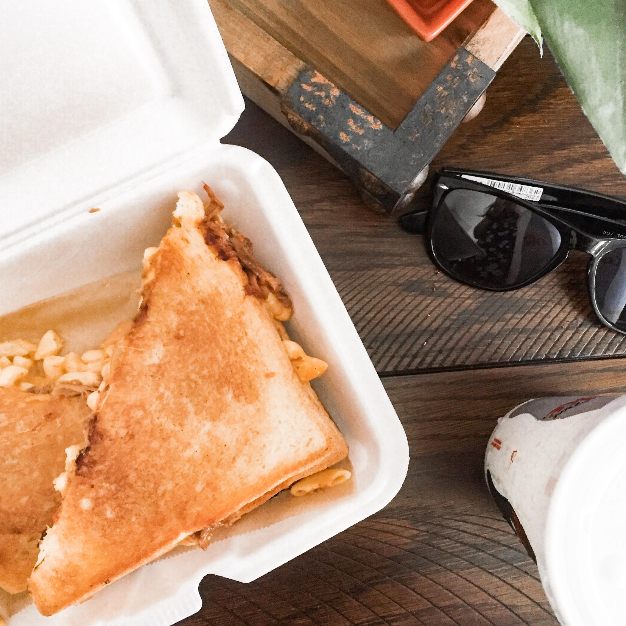 Cheesy Express - BBQ Mac Melt
